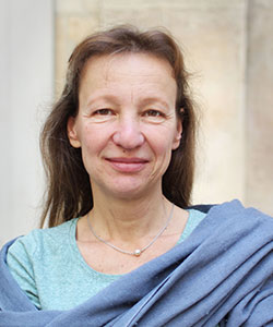 Staff_Bio_France_Paris_elisa-dordevic-full