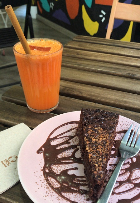 fresh juice and vegan cake from Mimimi Café